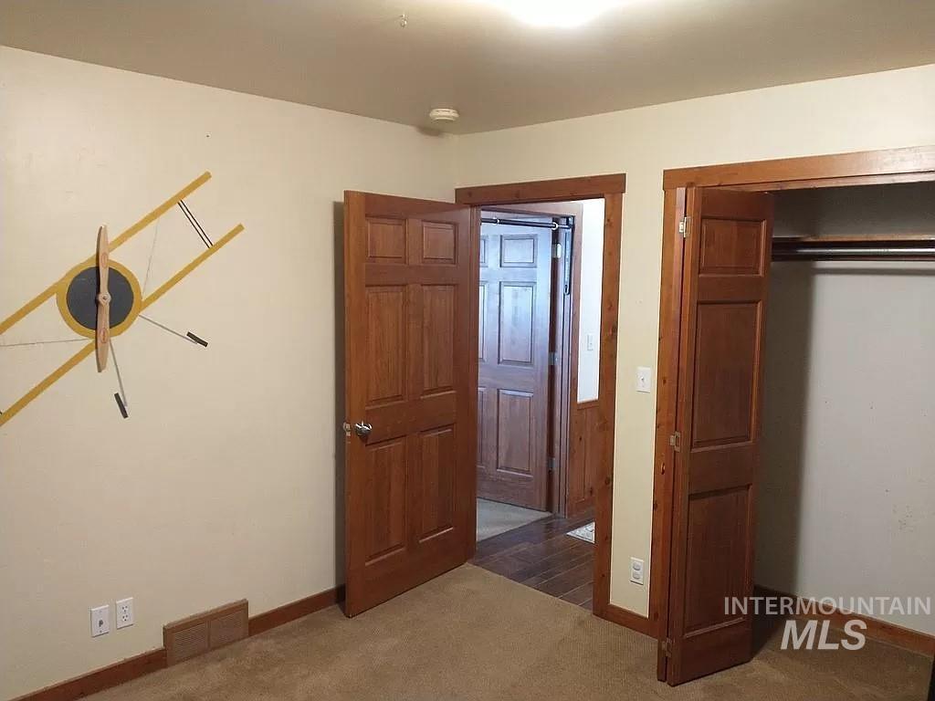 2070 Candlewood Ave Property Photo 17