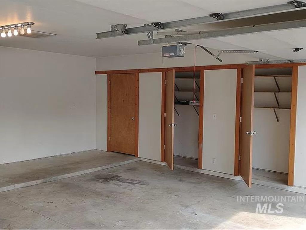 2070 Candlewood Ave Property Photo 29