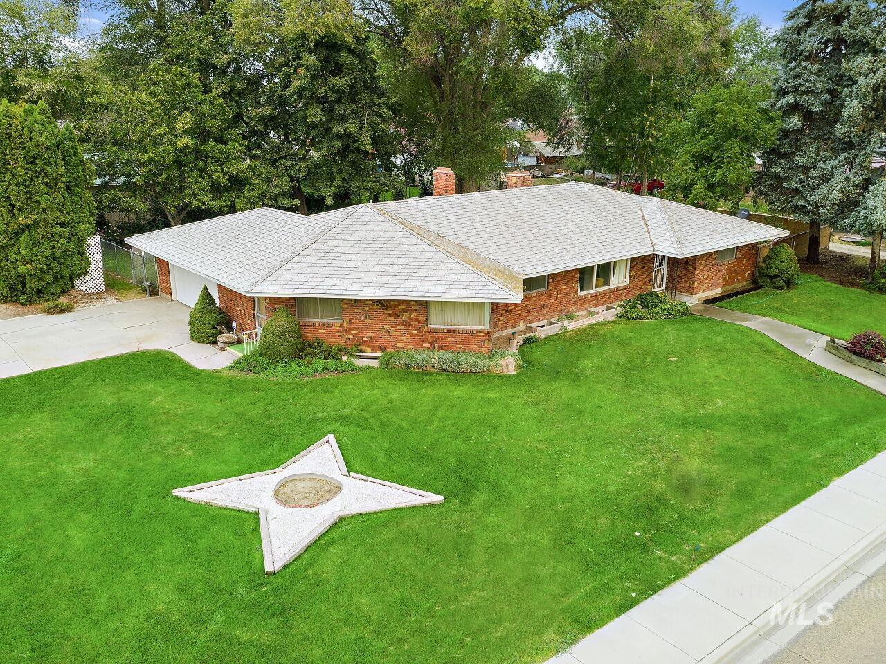 2220 S Indiana - A Property Photo