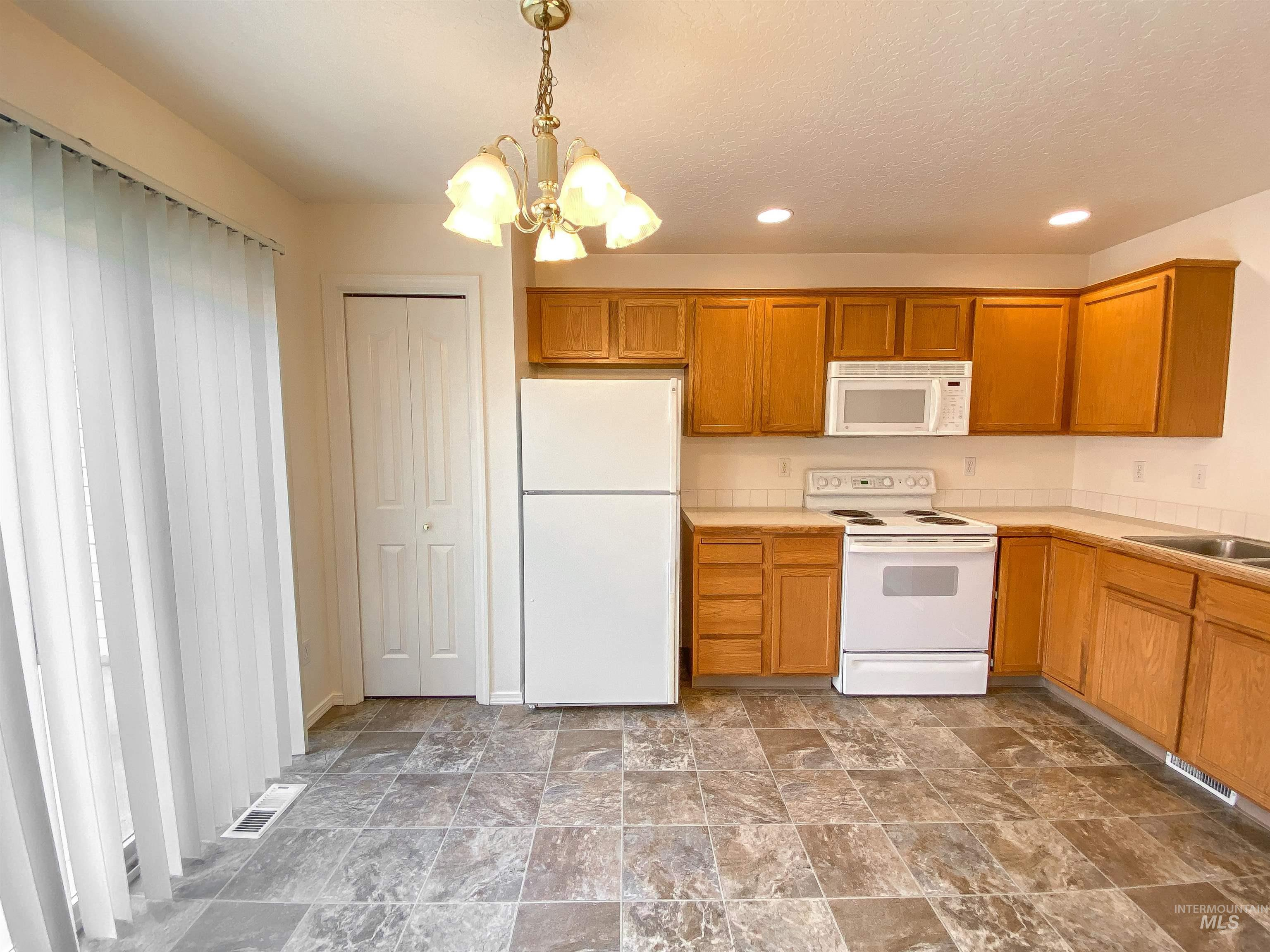 1700 S Piney Creek Rd Property Photo 24
