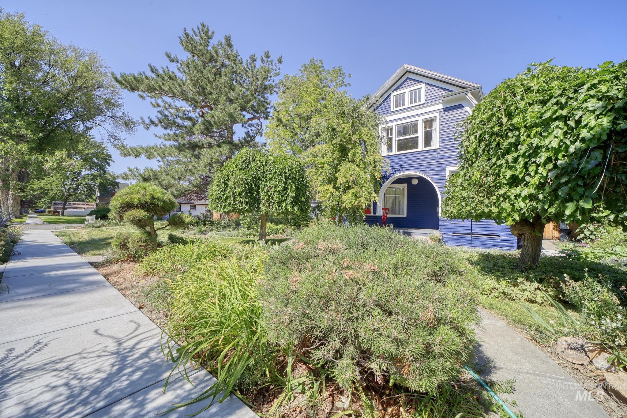 207 8th Ave E Property Photo 2