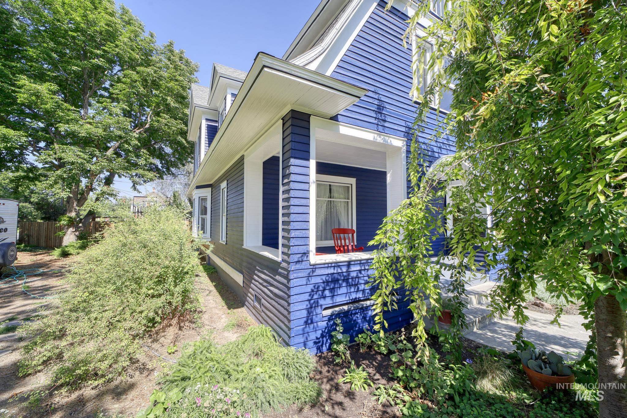 207 8th Ave E Property Photo 4