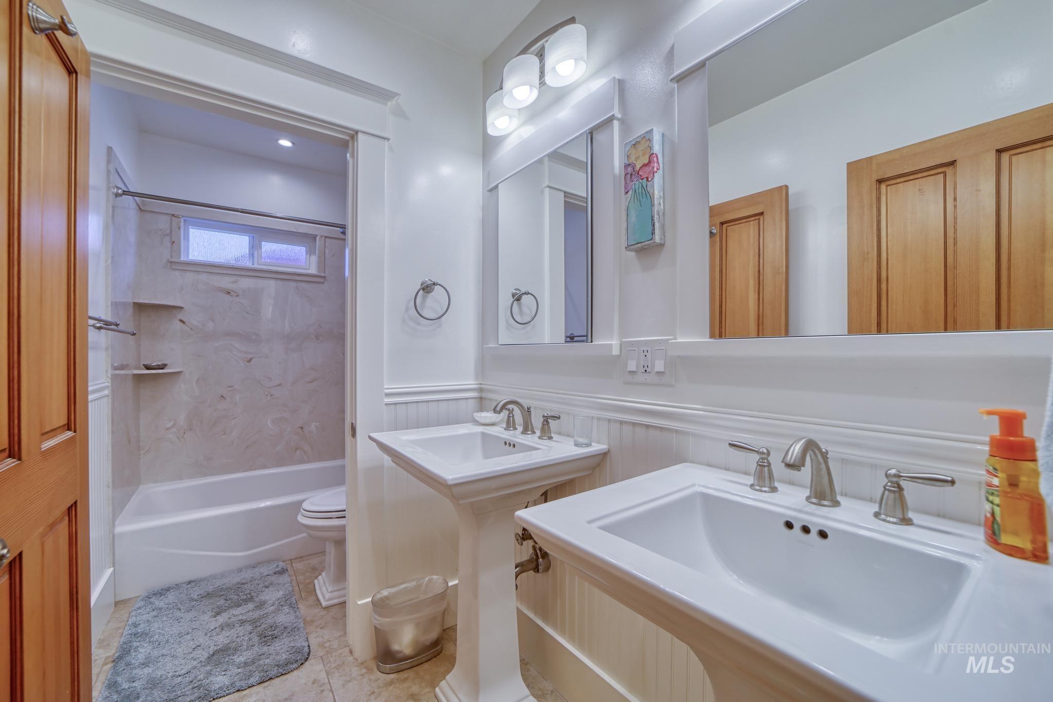 207 8th Ave E Property Photo 21