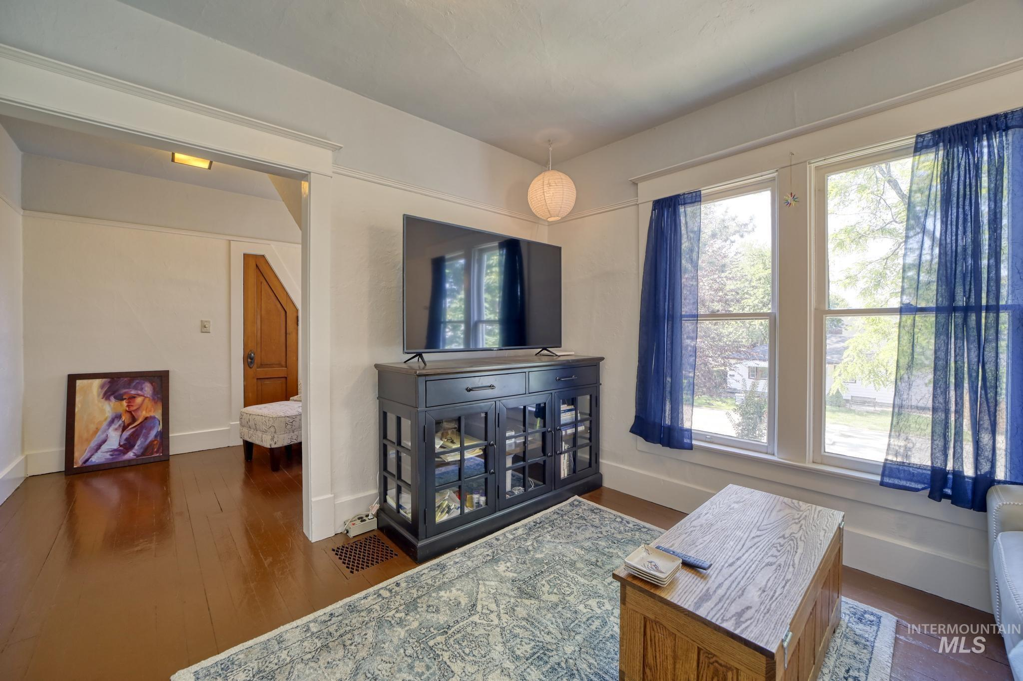207 8th Ave E Property Photo 25
