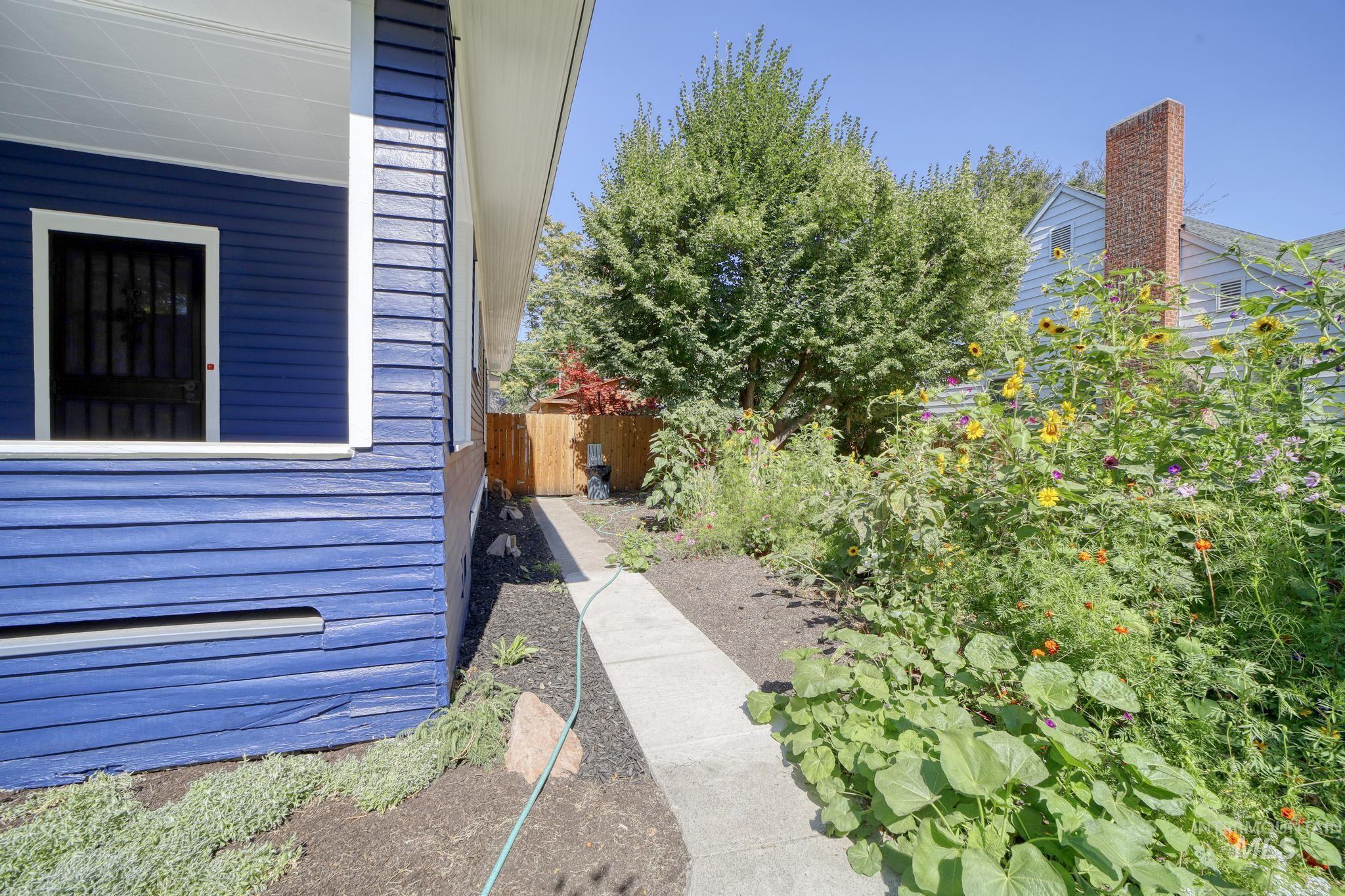 207 8th Ave E Property Photo 31