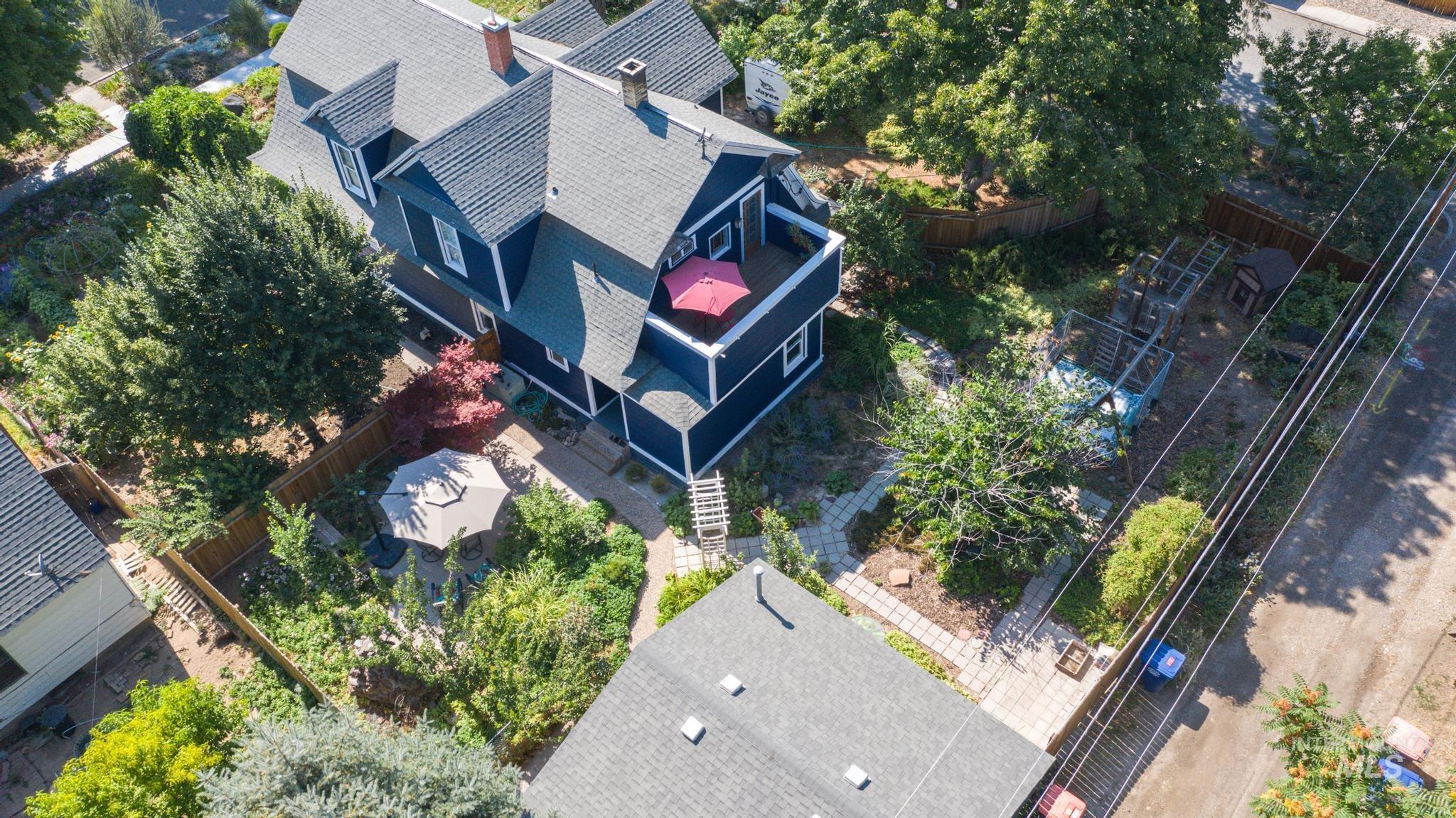 207 8th Ave E Property Photo 32