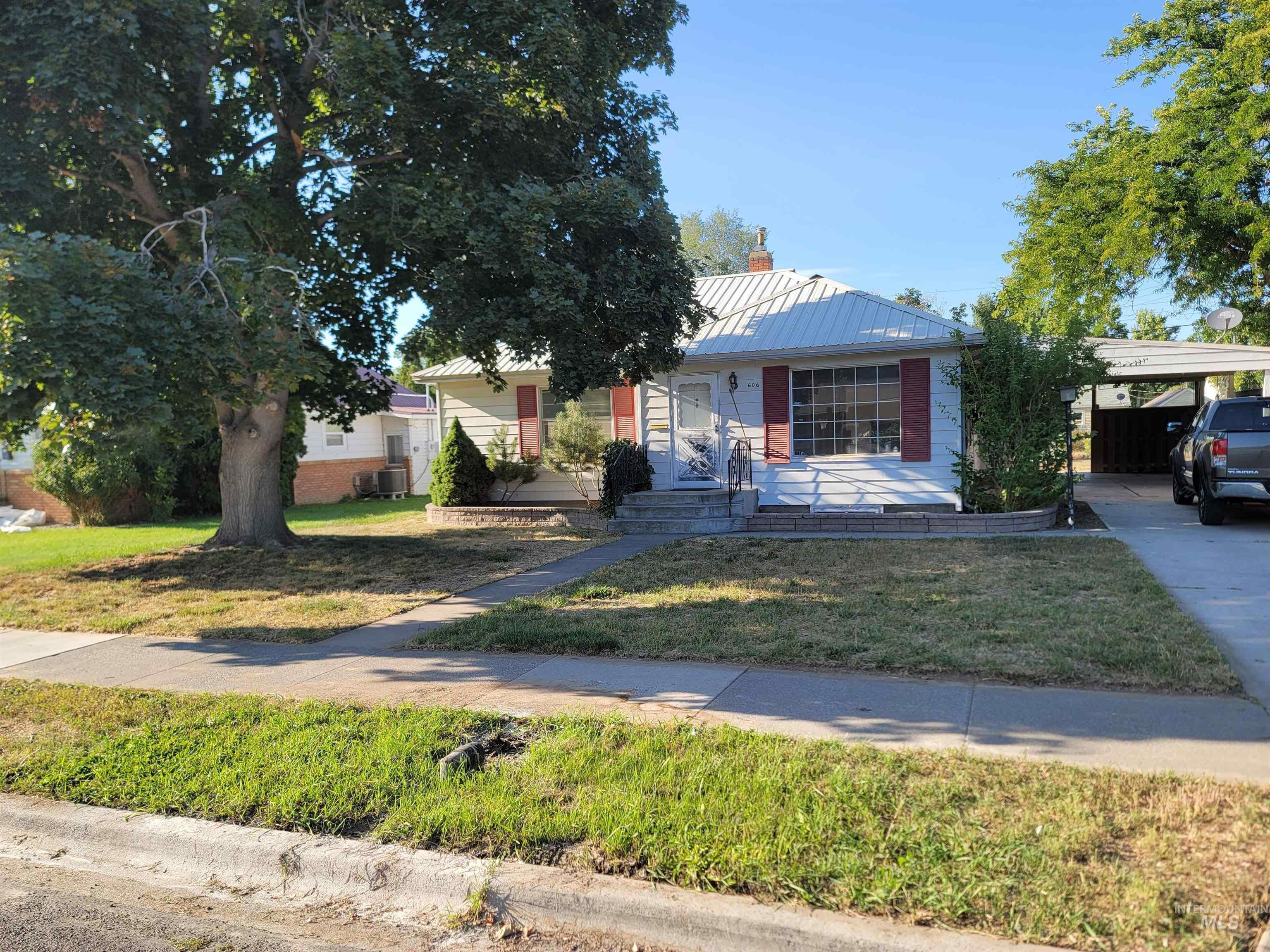 606 E 2nd Ave Property Photo