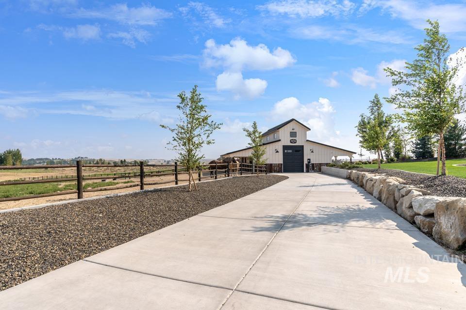 10445 W Colton Ln Property Photo 6