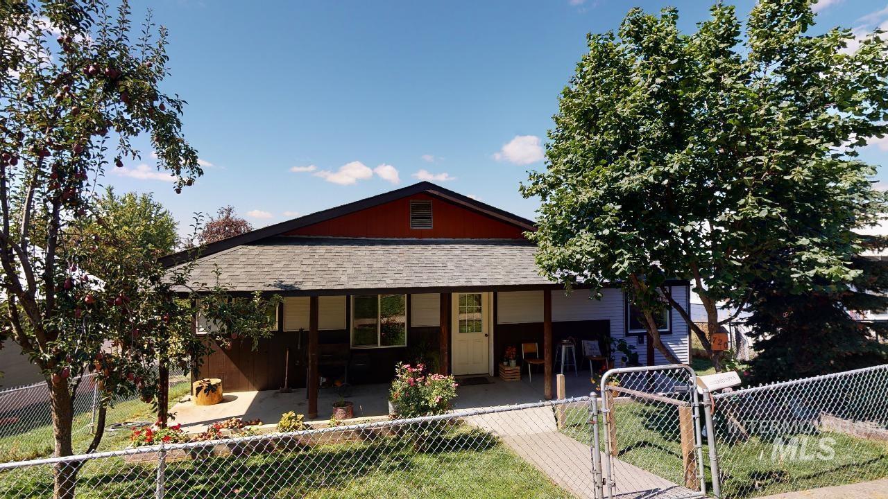 720 Larch Street Property Photo