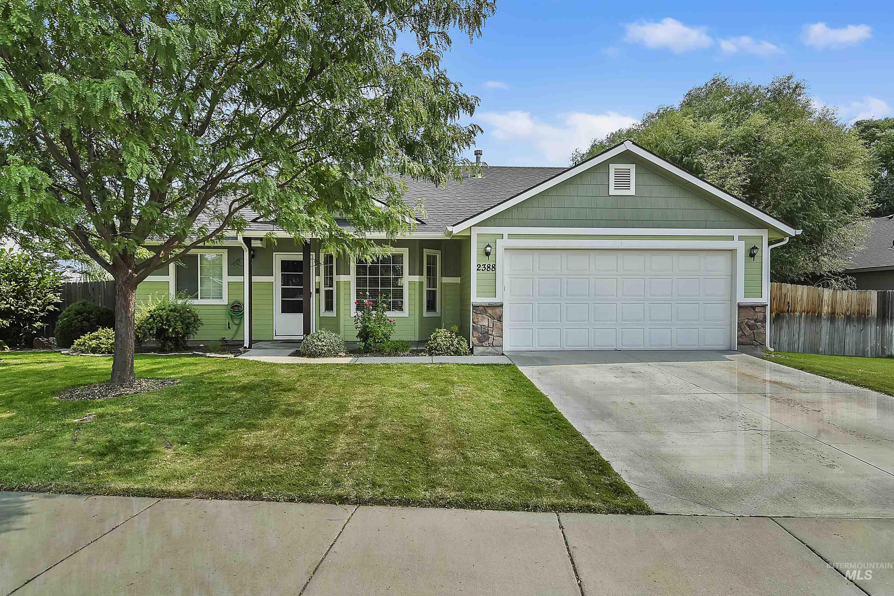 2388 N Mountain Ash Ave Property Photo