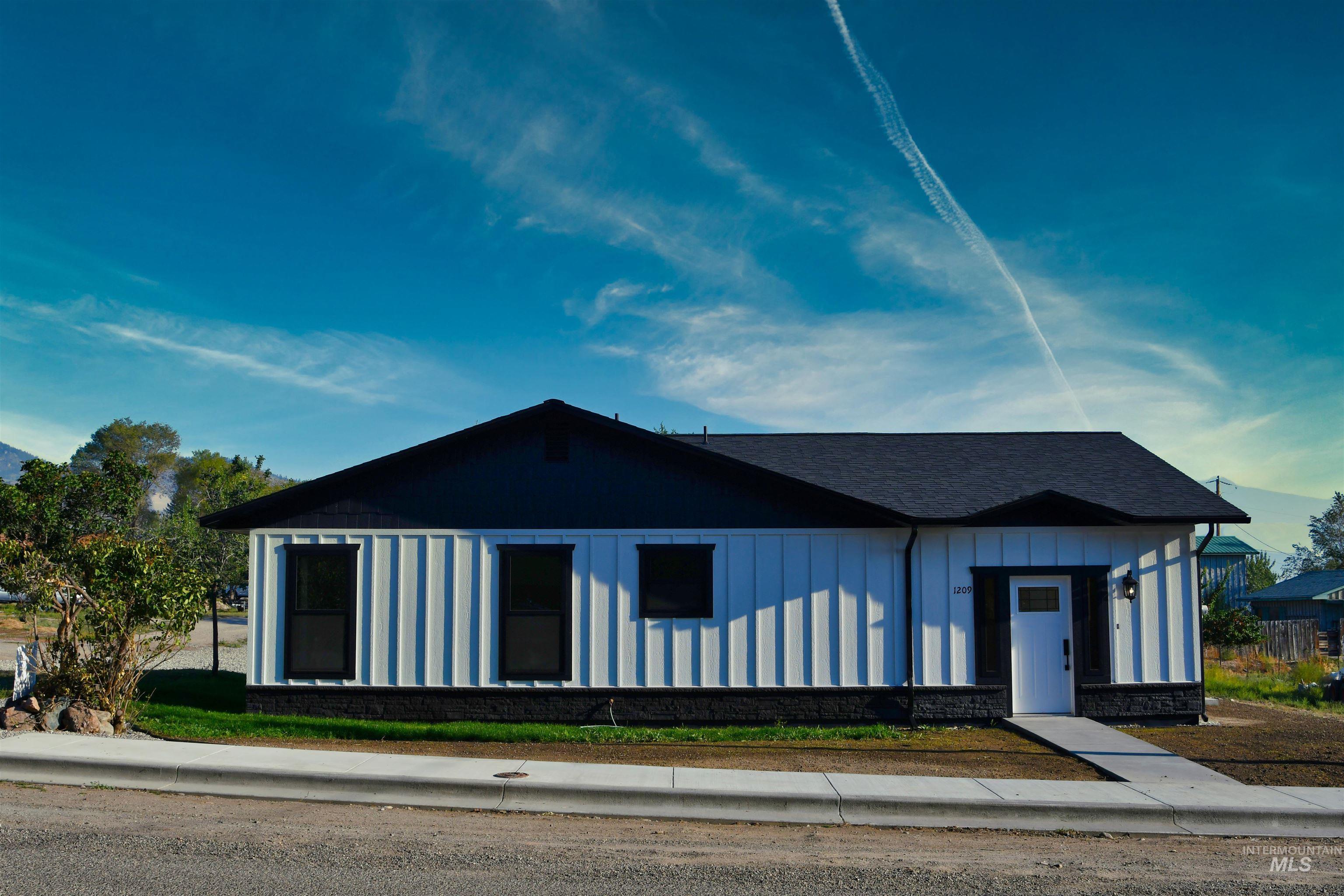 1209 Leadore Ave Property Photo 1