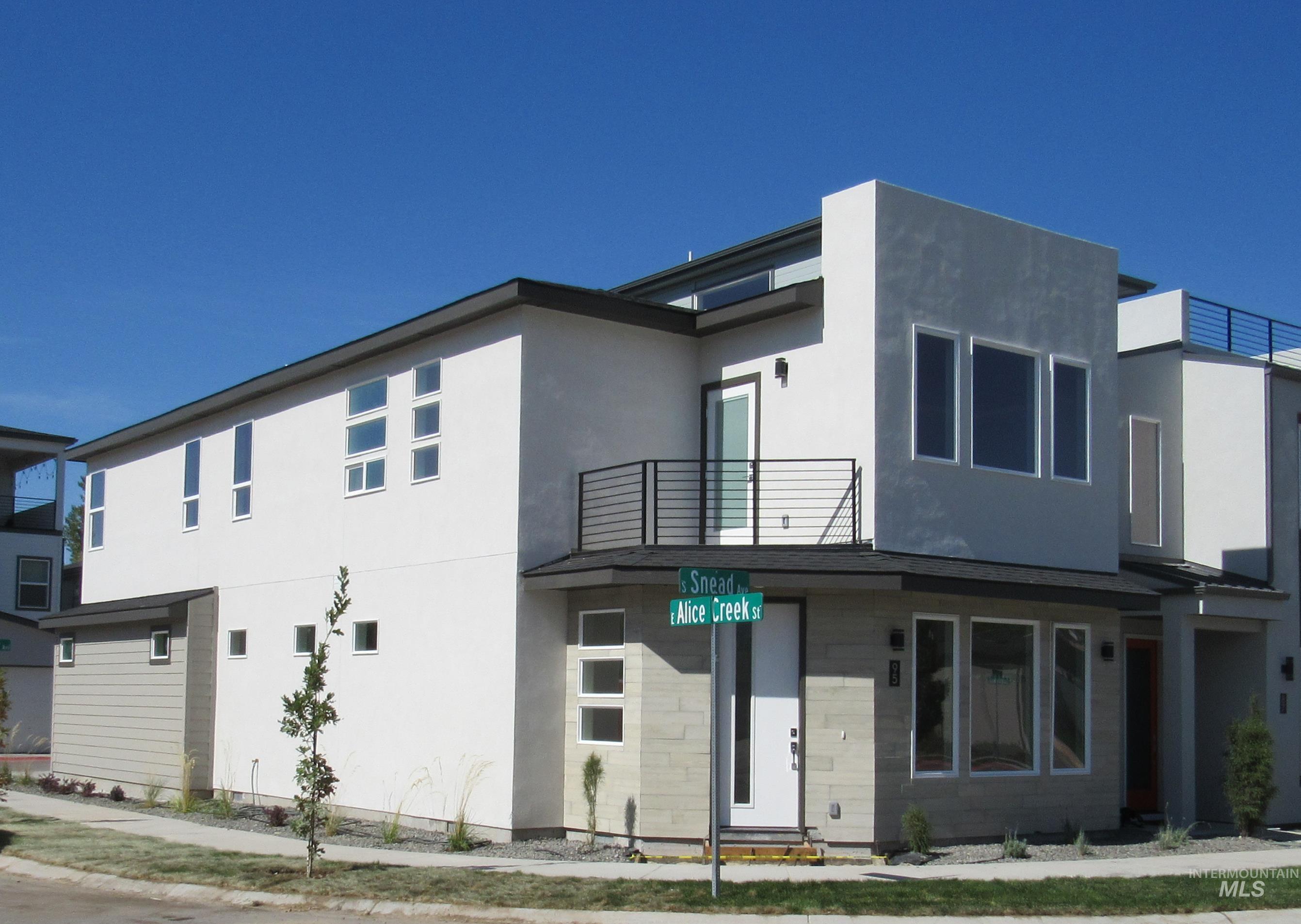 95 S Snead Avenue Property Photo