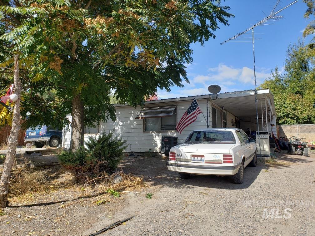 405 Main St Property Photo