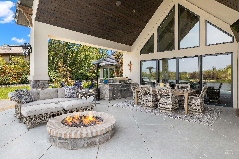 636 E Laguna Shore Ln. Property Photo 11