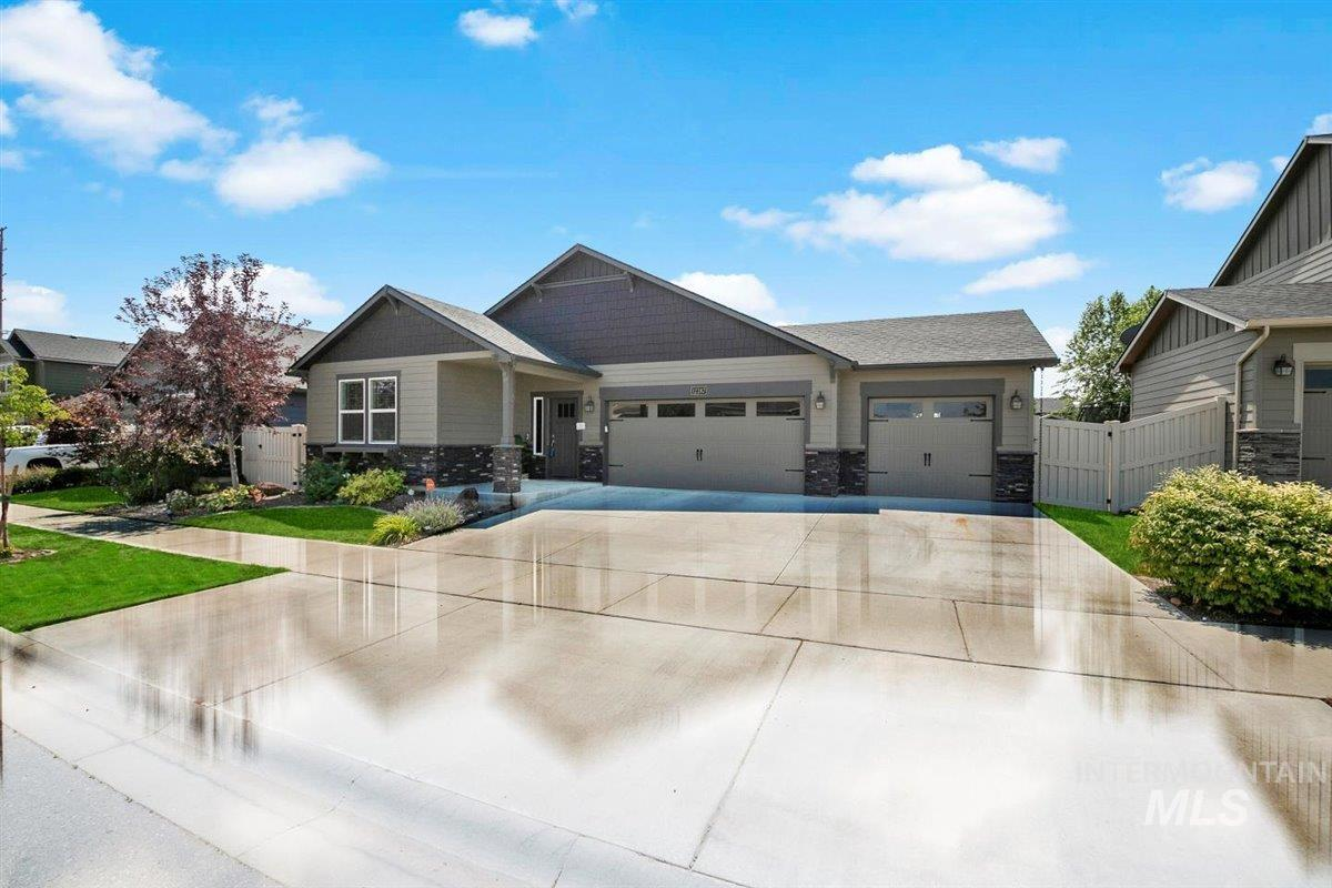 Antler Ridge Real Estate Listings Main Image