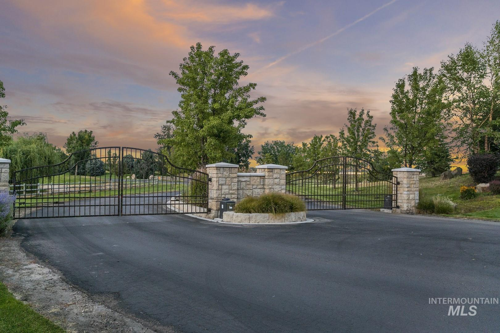 7685 N Stonebriar Property Photo