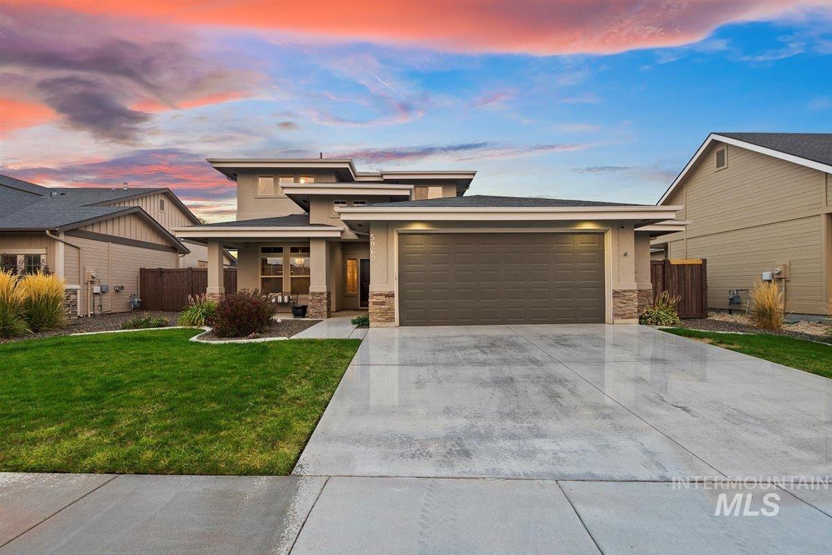 5960 N Eynsford Avenue Property Photo