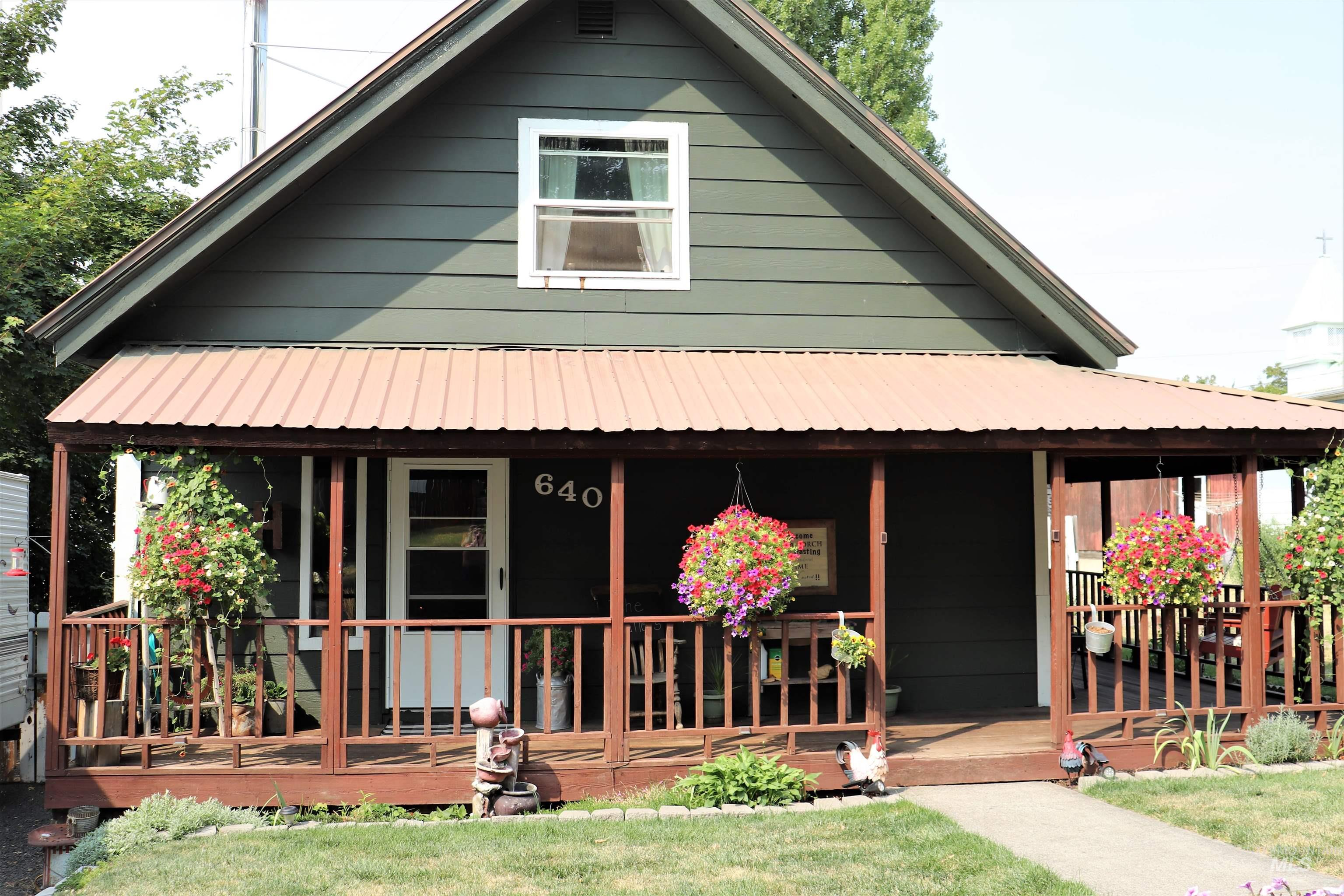 640 Oak Street Property Photo
