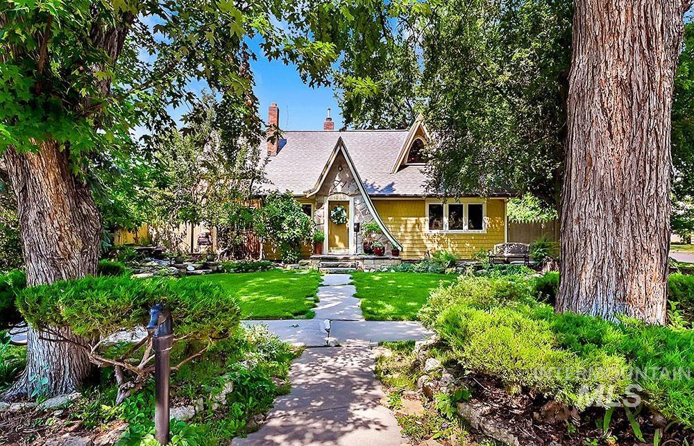 1224 E Washington St Property Photo