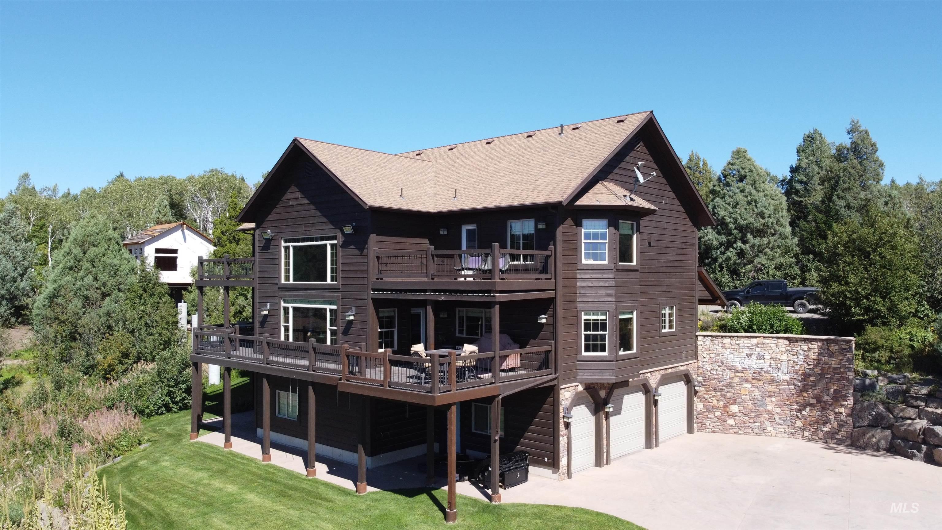 1715 Mountain Maple Lane Property Photo