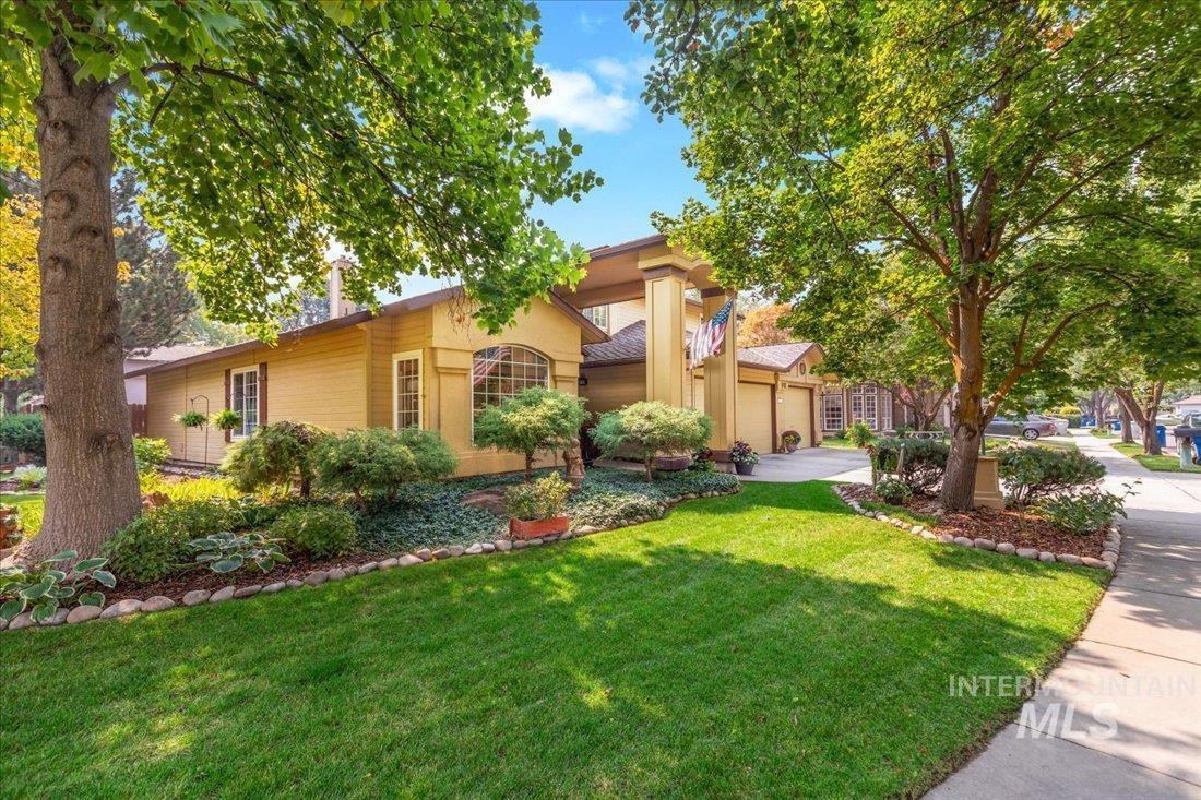 8035 W Burntree Ct Property Photo
