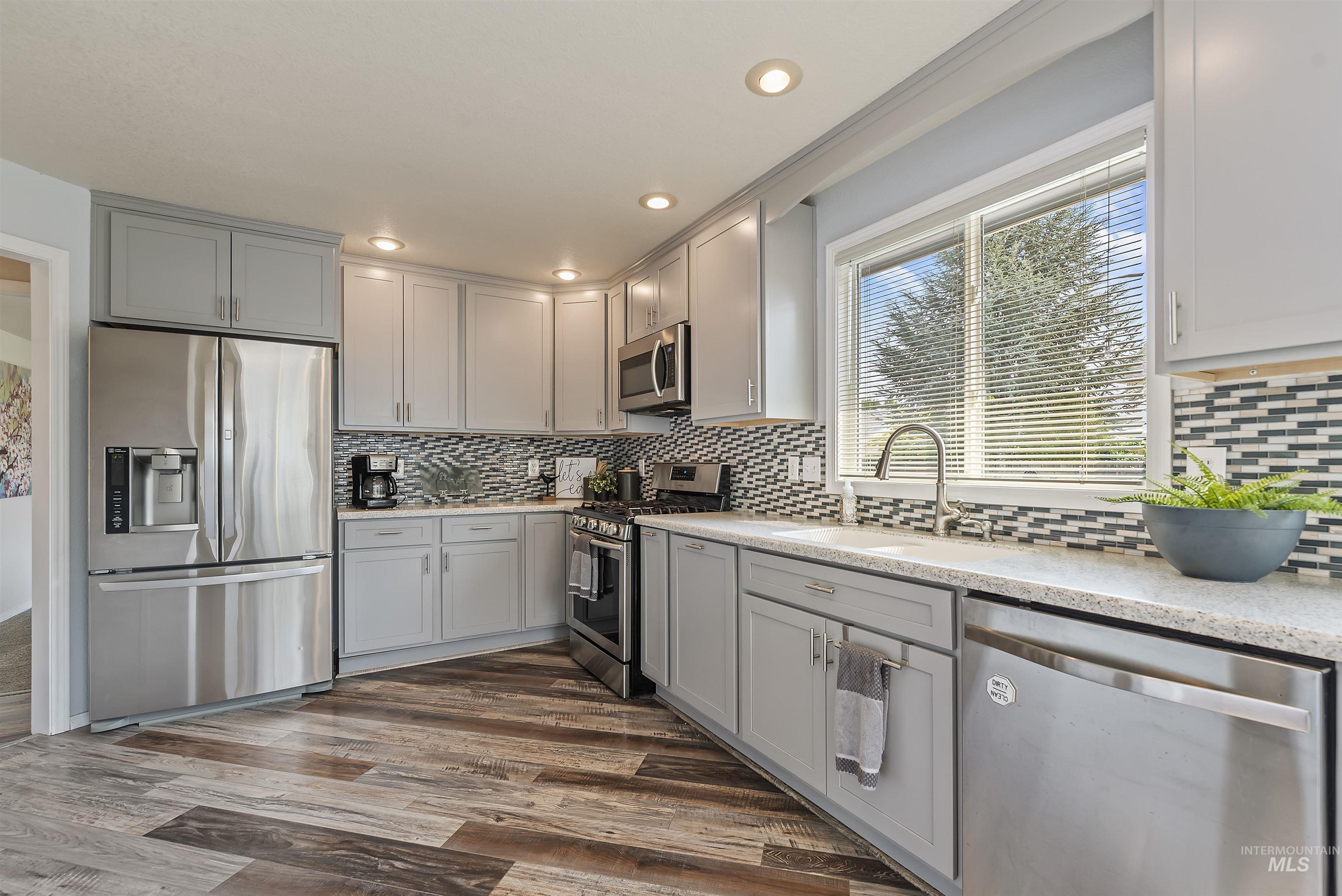 647 W Blaine Ave Property Photo 11