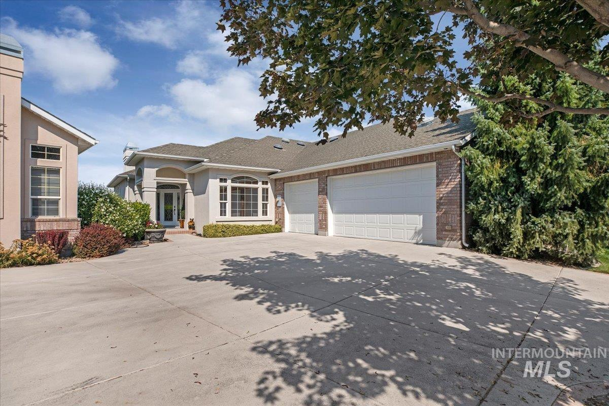 743 Riverview Property Photo 1