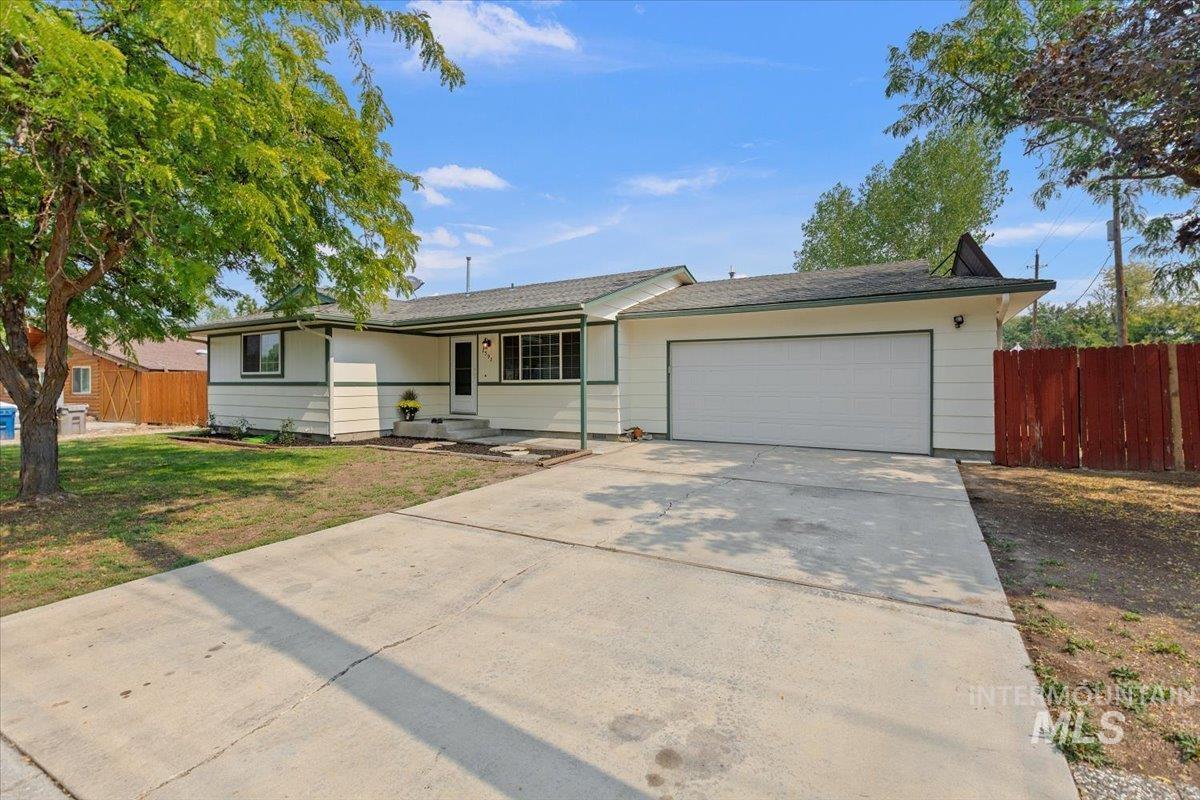 2592 S Phillippi St Property Photo