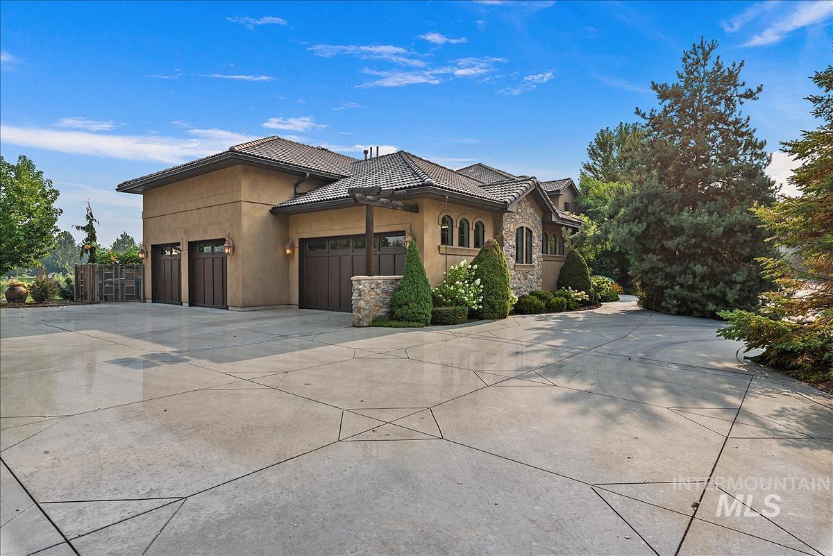 512 E Laguna Shore Ln. Property Photo 2