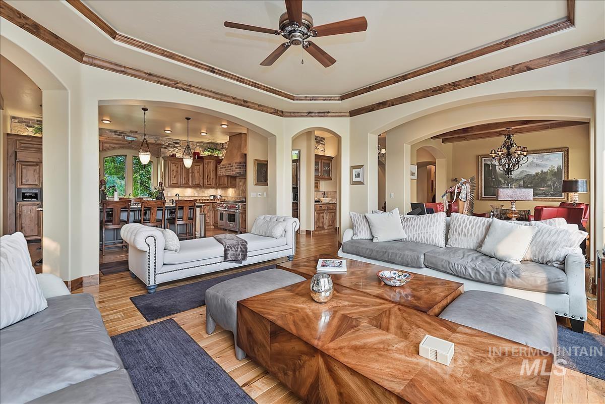512 E Laguna Shore Ln. Property Photo 9