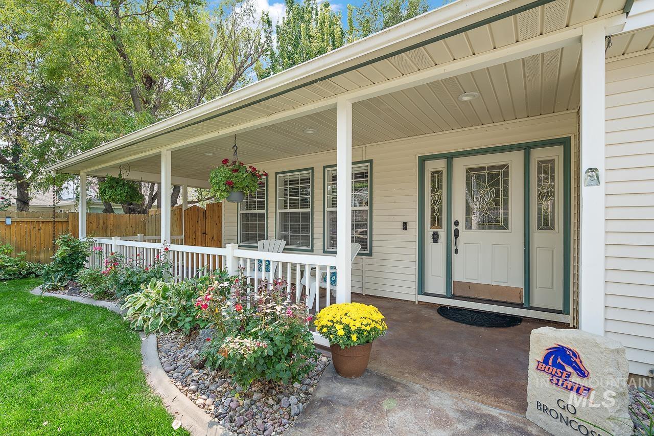 2301 S Georgetown Way Property Photo 2