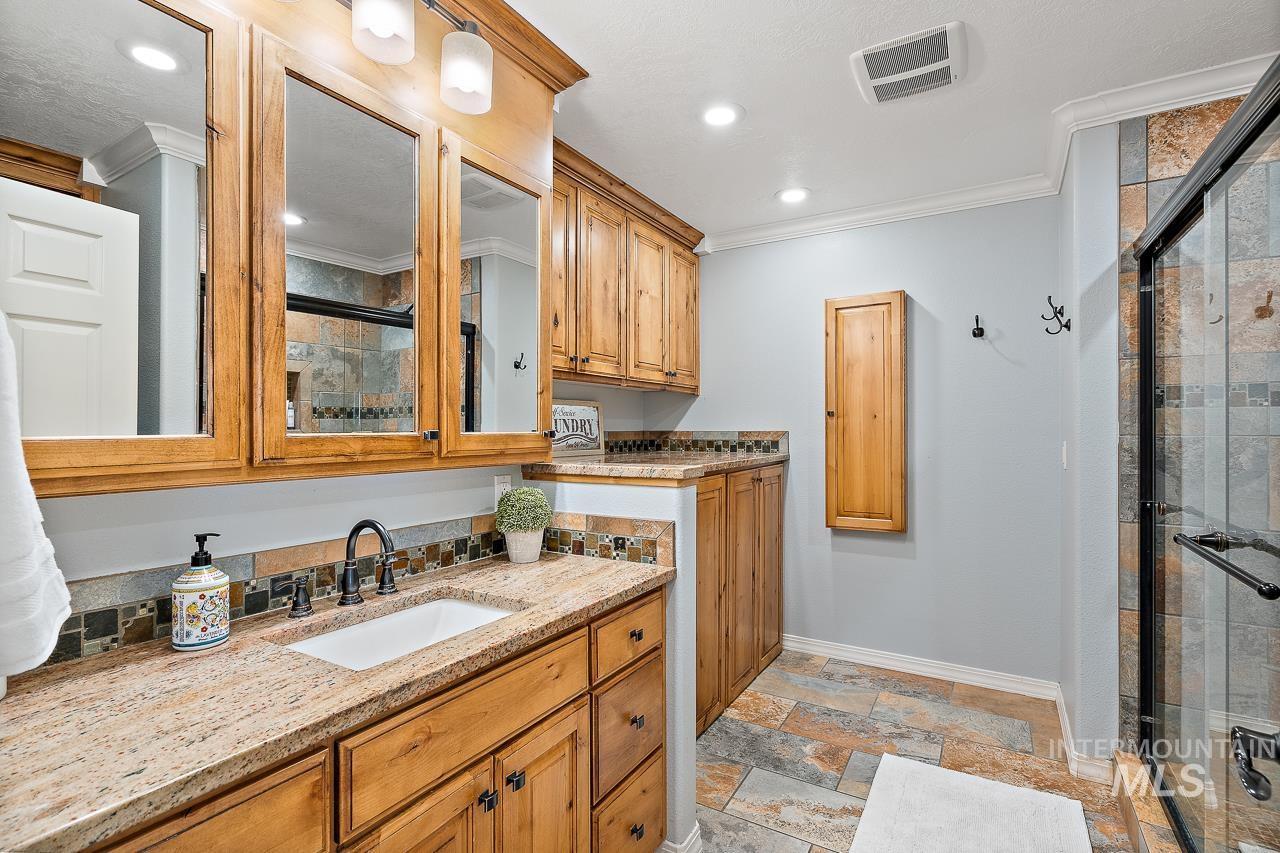 2301 S Georgetown Way Property Photo 15