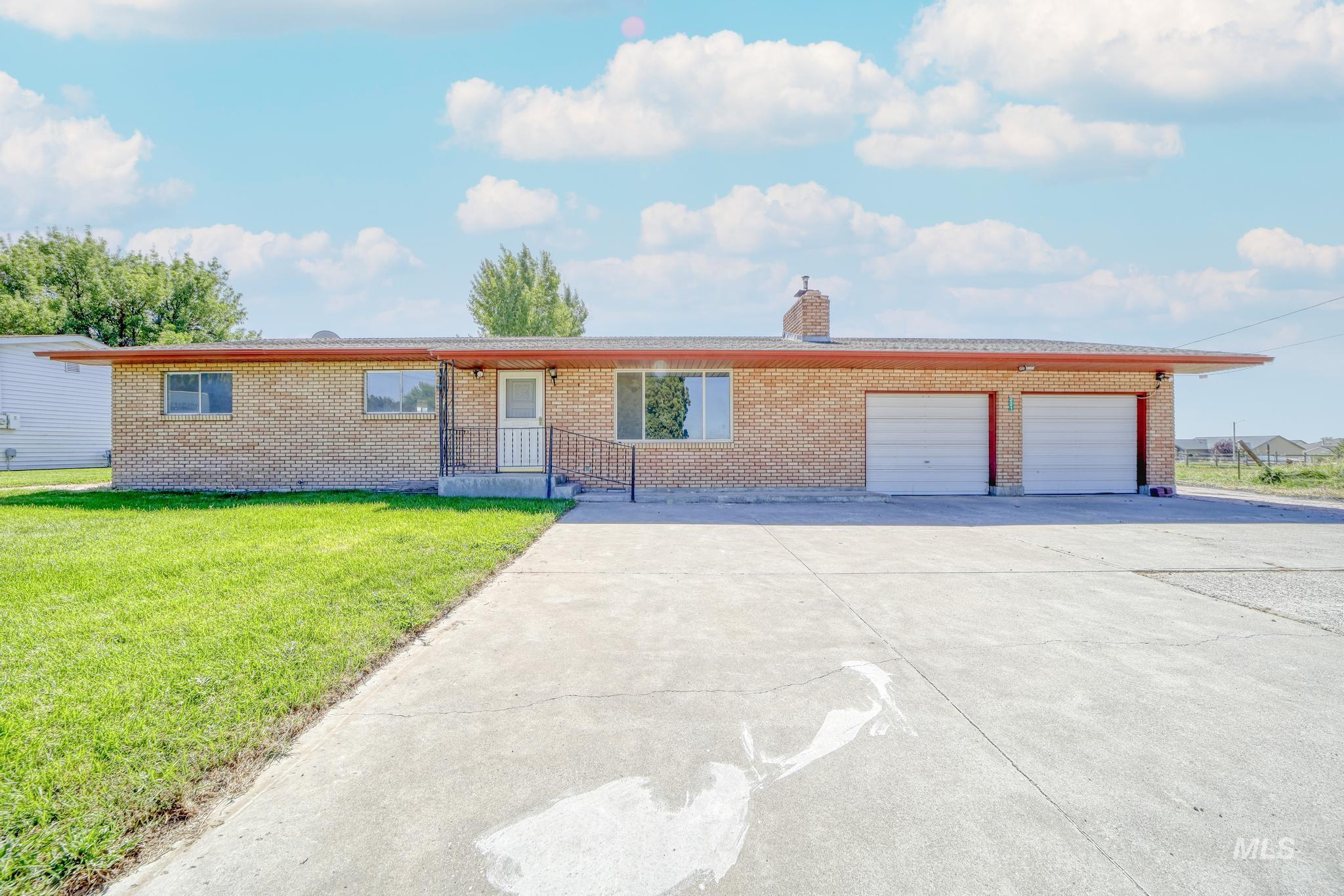 221 16th Ave E Property Photo