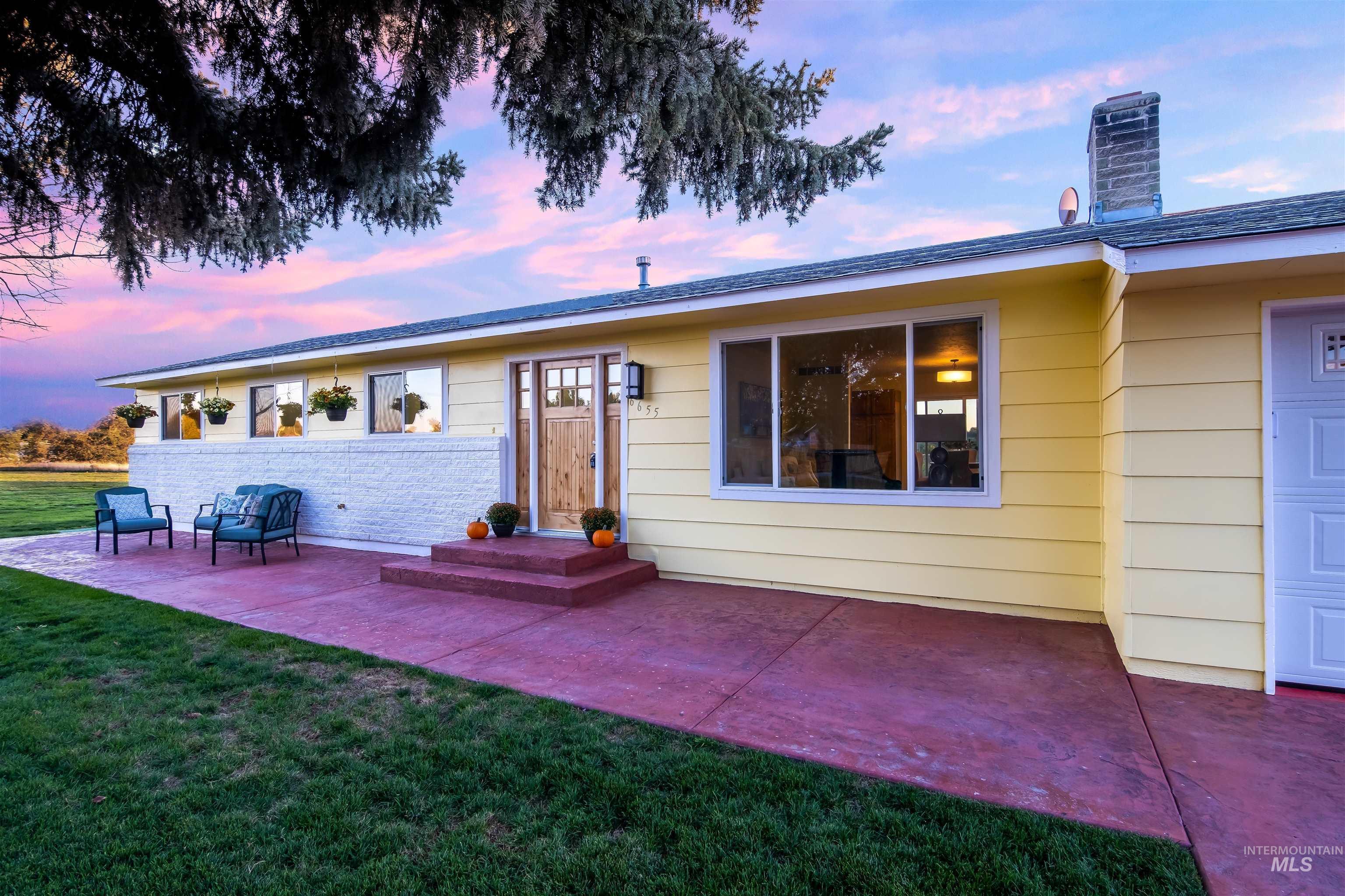 6655 W Diamond Street Property Photo