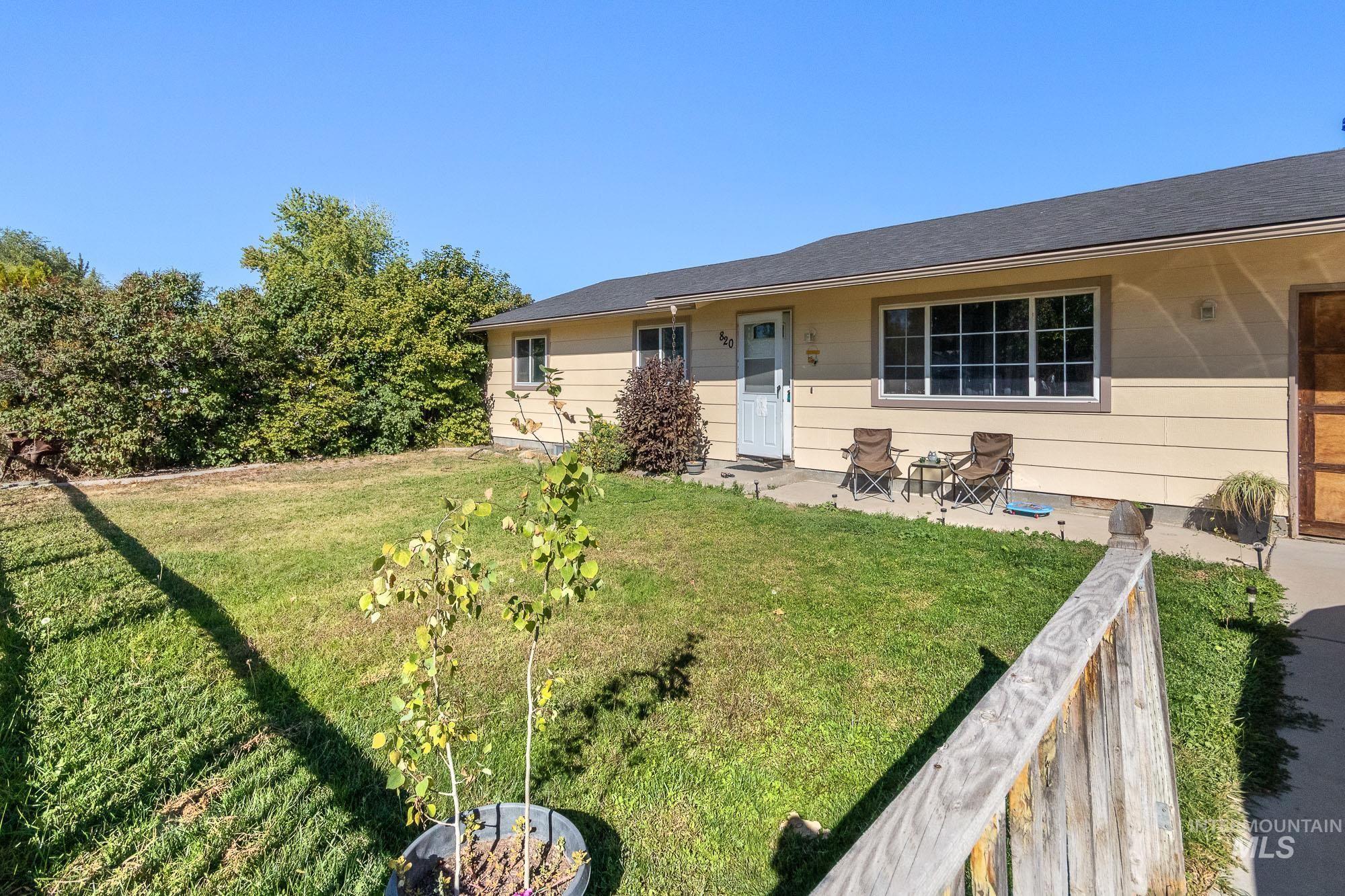 820 N School Ave Property Photo