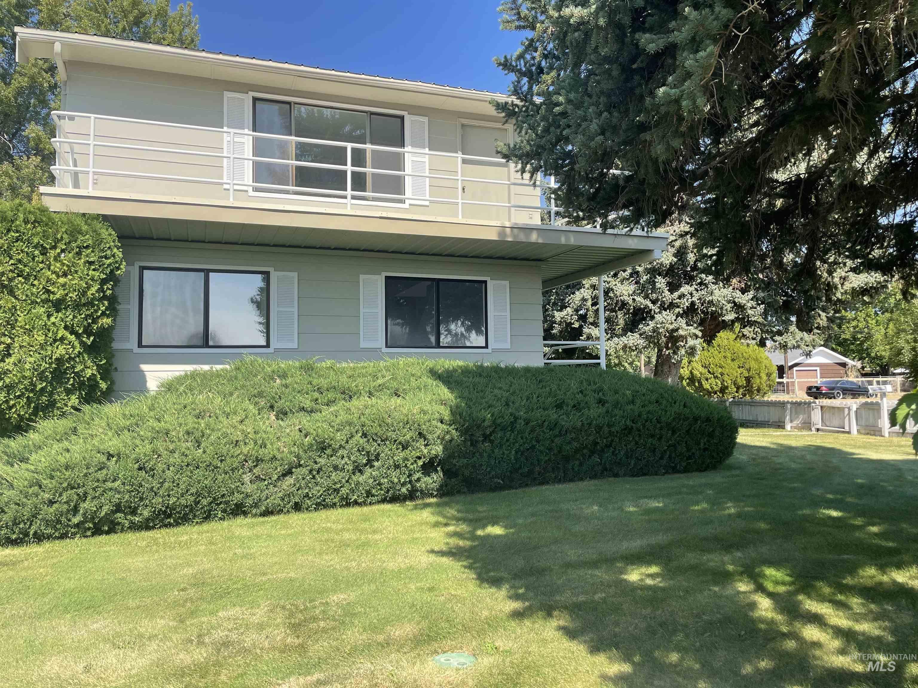 212 W Madison Property Photo