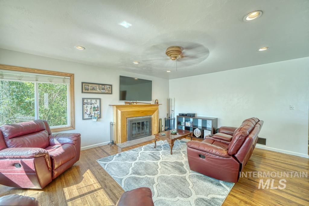 1611 Kimes Avenue Property Photo 2