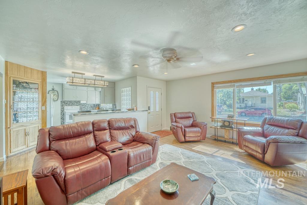 1611 Kimes Avenue Property Photo 3