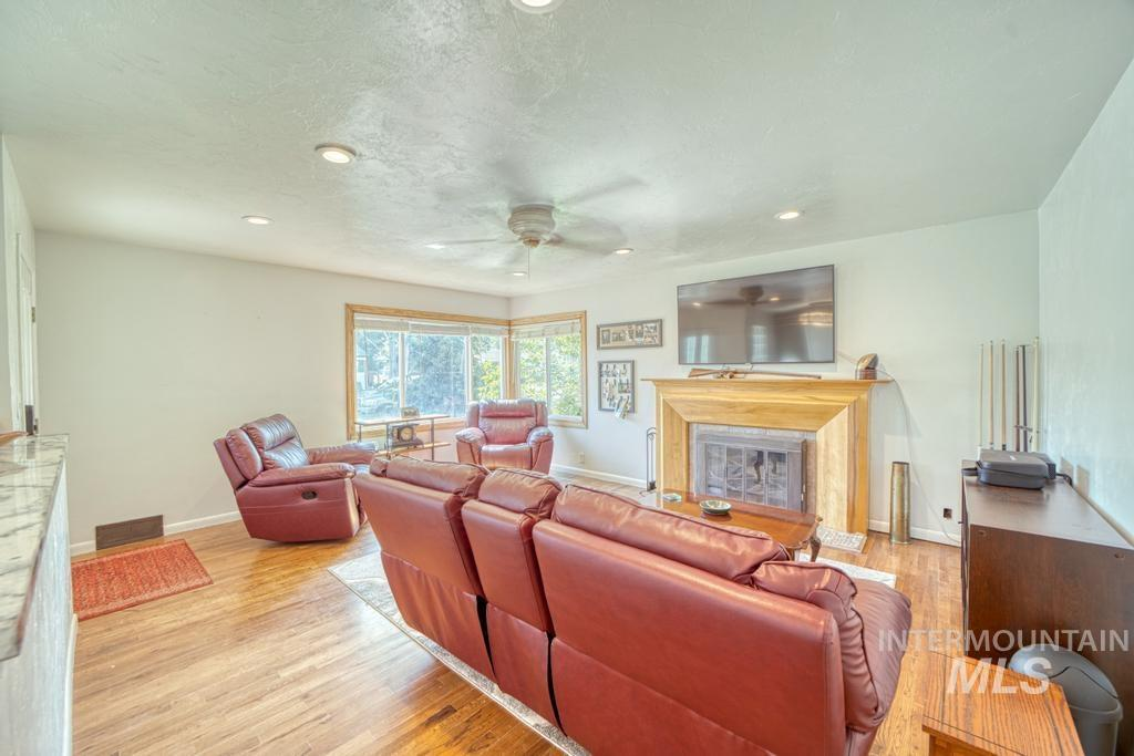 1611 Kimes Avenue Property Photo 4