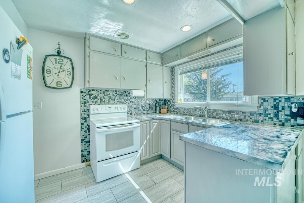 1611 Kimes Avenue Property Photo 5