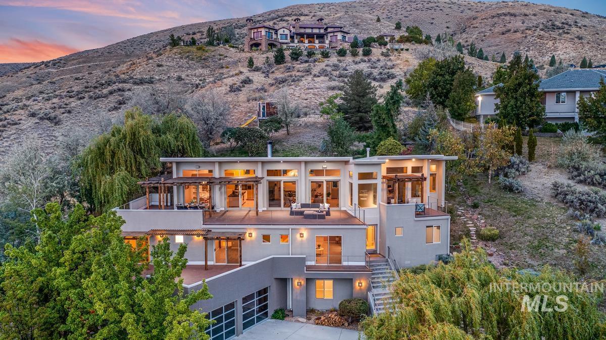 2424 W Spring Mountain Property Photo 2