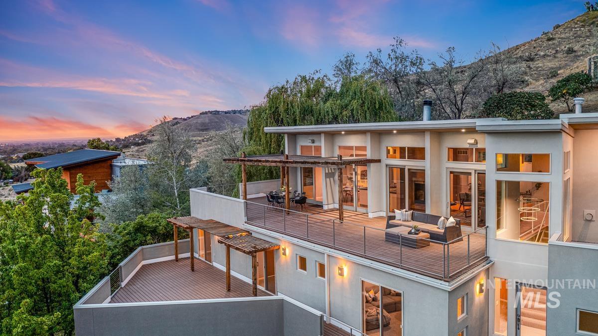 2424 W Spring Mountain Property Photo 3