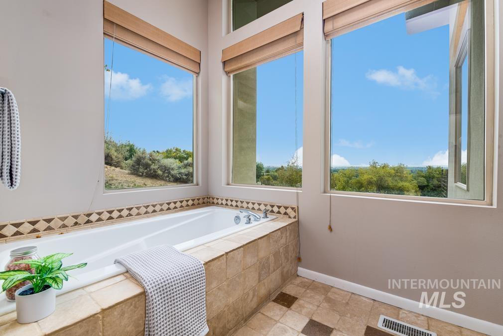2424 W Spring Mountain Property Photo 15