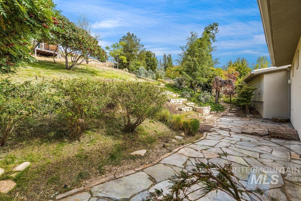2424 W Spring Mountain Property Photo 47