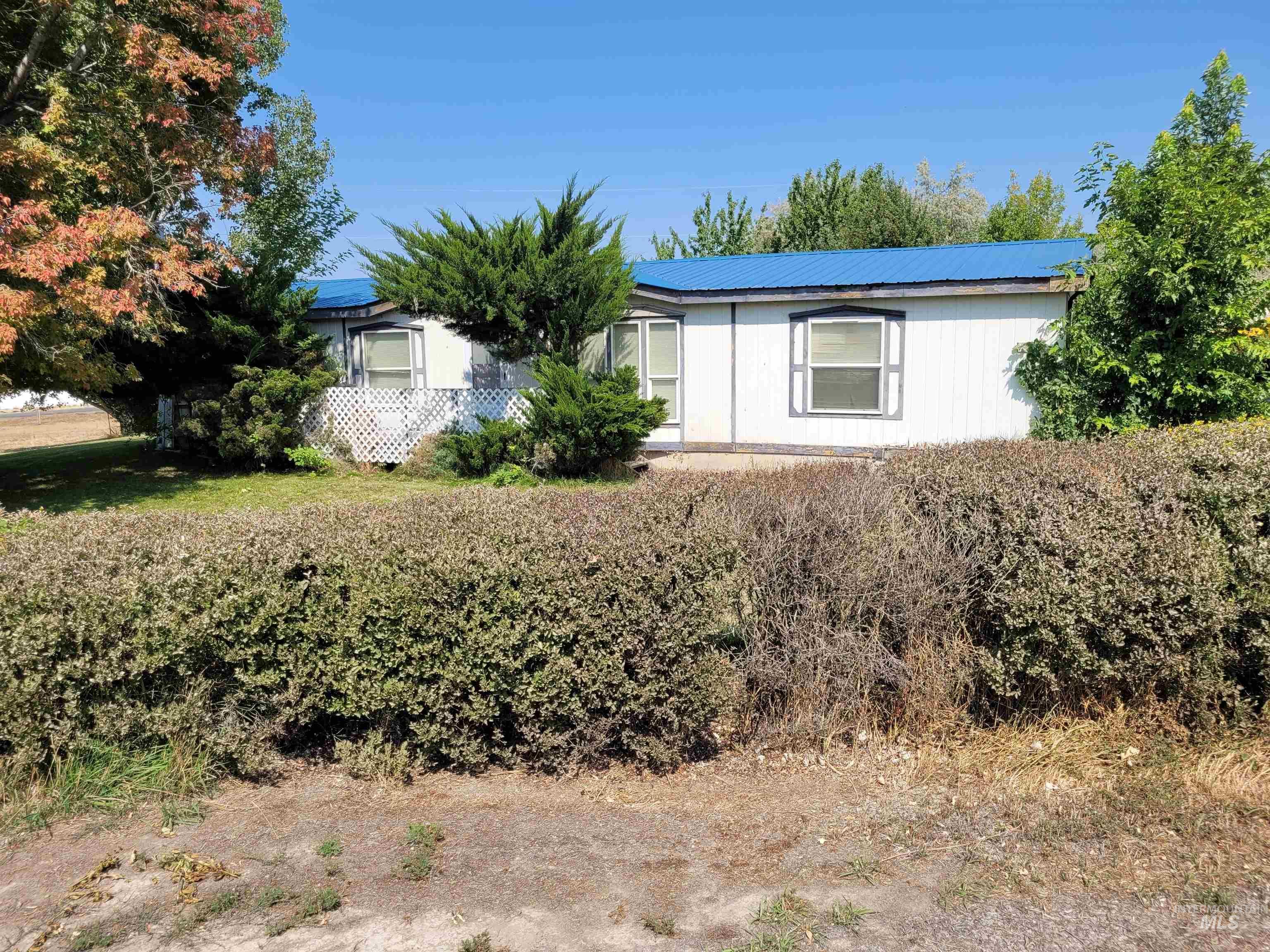 221 W Salmon Street Property Photo