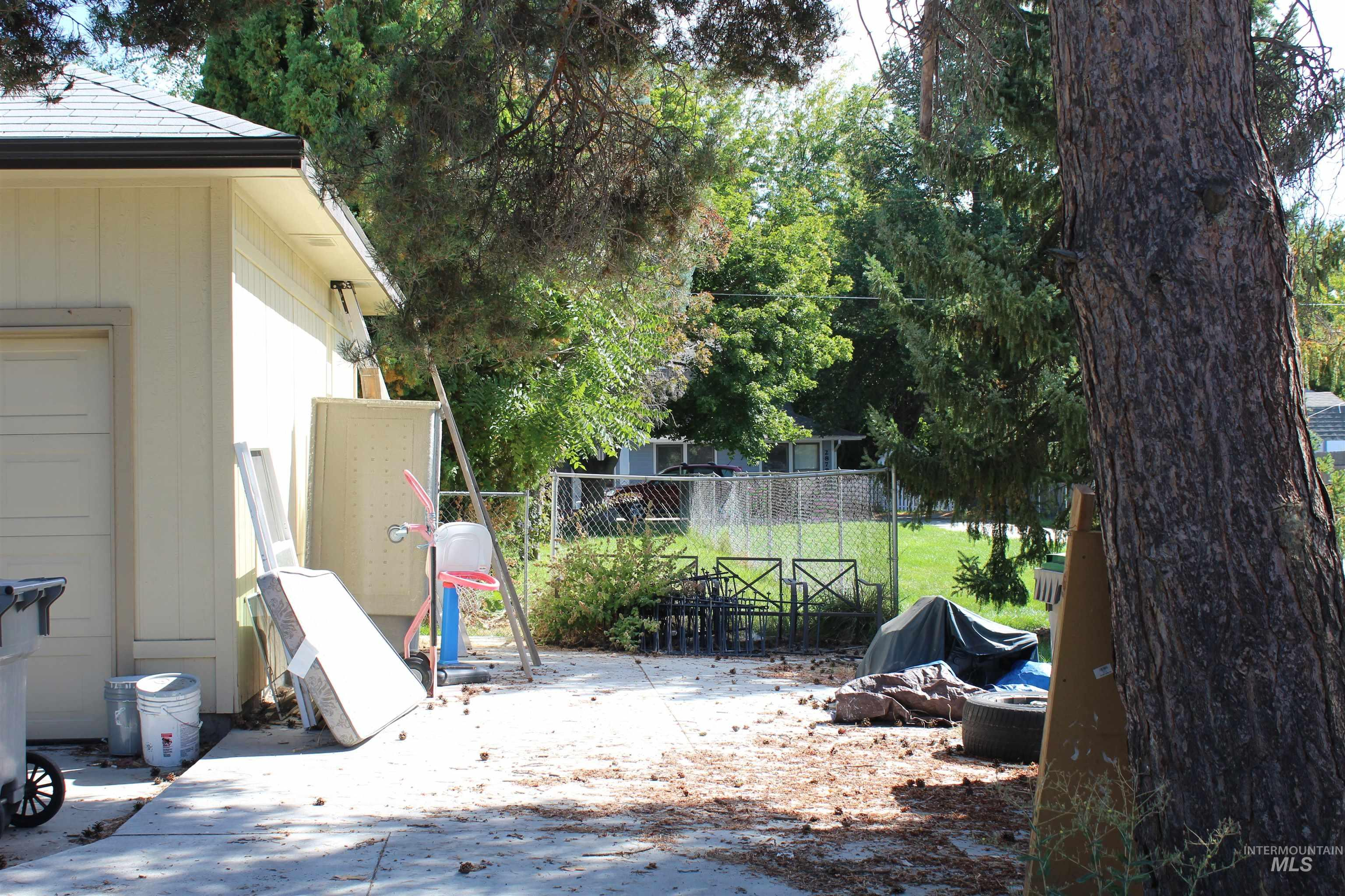2900 N Tamarack Property Photo 18