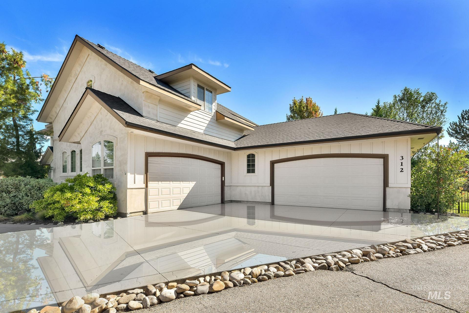 312 W Crystal Brook Property Photo 2
