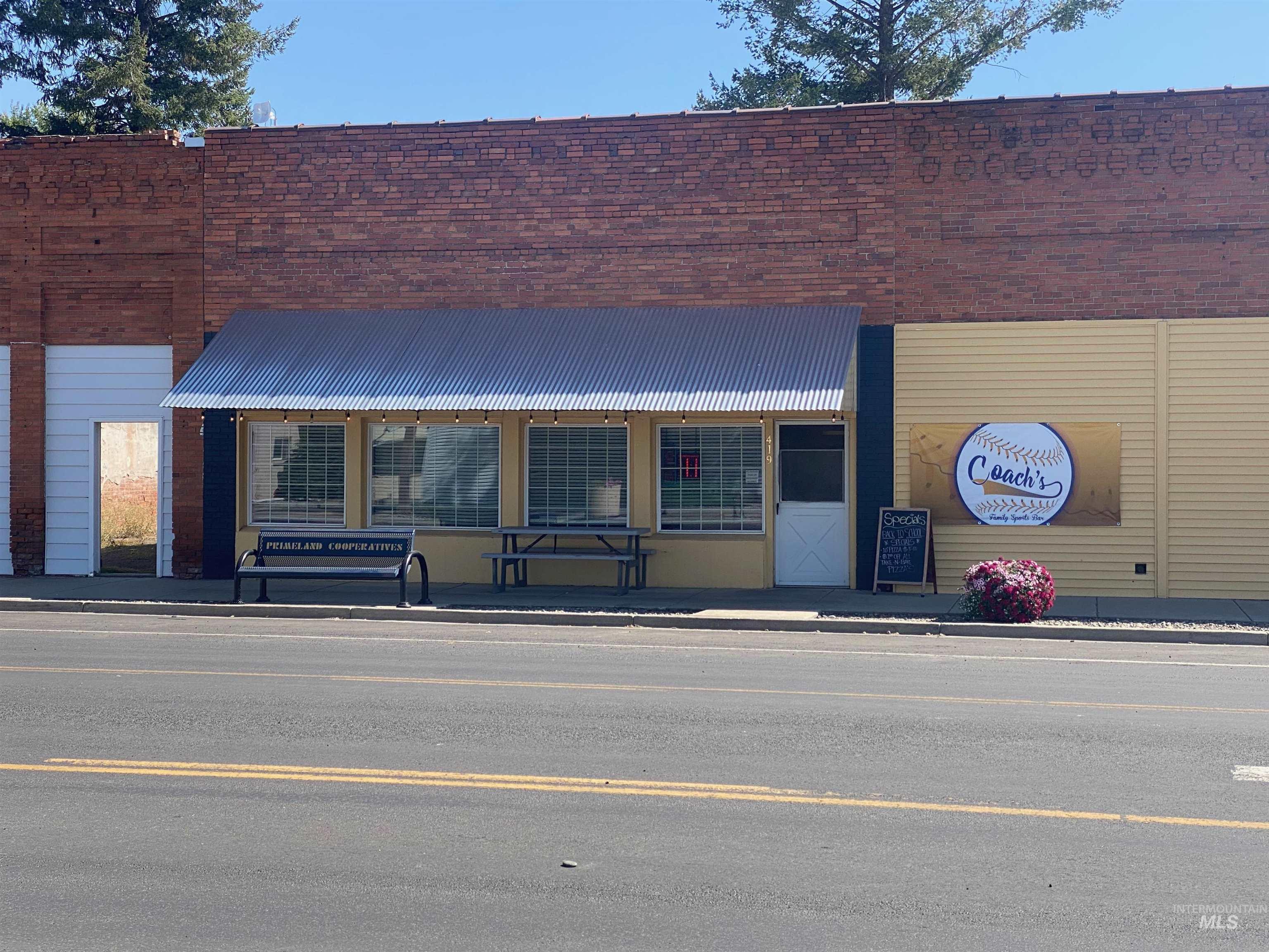 419 Oak St Property Photo