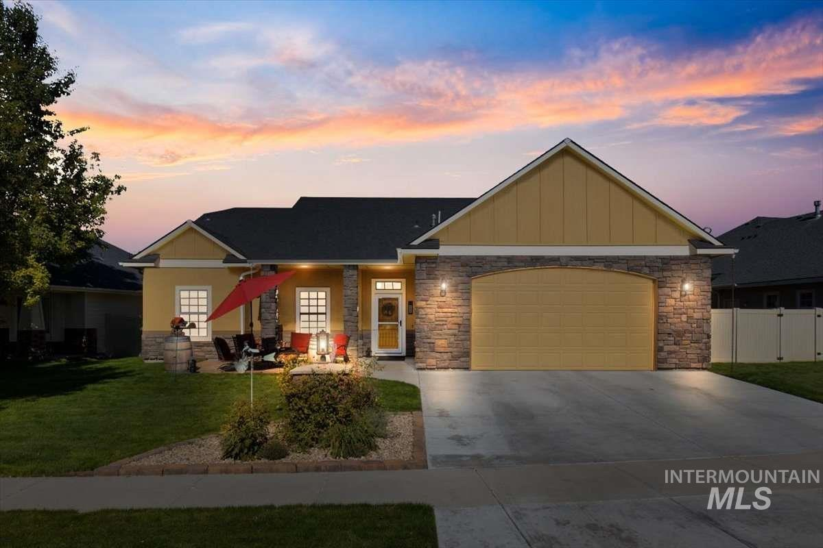704 W Cedar Pointe Way Property Photo 1