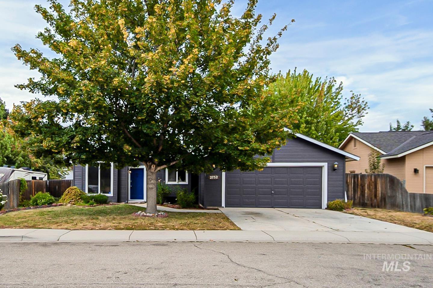 2752 E Mokena Property Photo